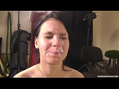 Striking amateur Tereza uses her mouth to give ...