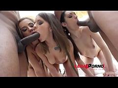 Gapefarting sluts Arwen Gold, Lita Phoenix & Ma...
