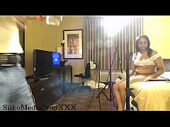 daisy red pussy playing in hotel room