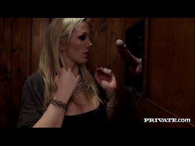 Lucruri Paranormale Se Petrec La O Blonda In Casa