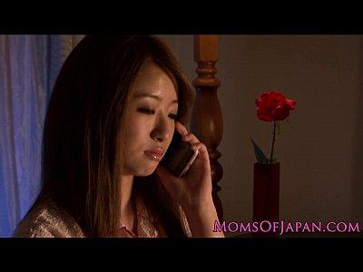 【熟女オナニー動画】夫の不在中に大胆にローターマジイキオナニーする美人妻