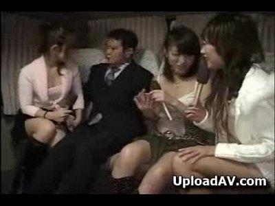 痴女AV女優3人組が素人男性を逆ナンパして車内へ連れ込みエロ行為開始