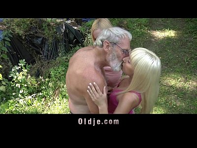 Teen Threesome Cumshot video: Woodcutter big old cock fucks young girls in the woods