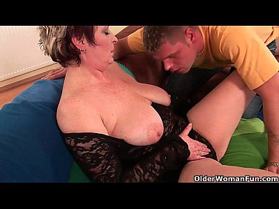 Peliculas Porno sexy grandma enjoys his cock in her mouth and hairy pussy