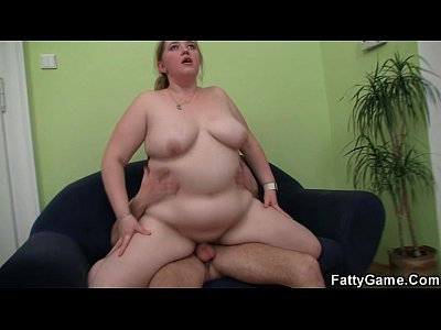 Bbw Chubby movie: Dude fingering her fat cunt