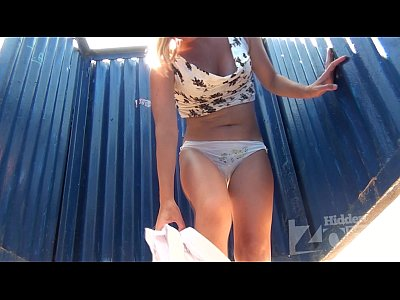Videosporno Amateur girl with hairy cunt in the beach