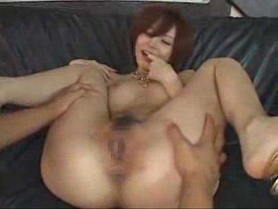 スレンダー巨乳ボディがソソるショートヘア美女をクンニと手マンで責める   の画像