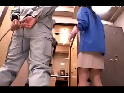 【北条麻妃】掃除のおばちゃんが男2人組におっぱいいじられてるけど・・・