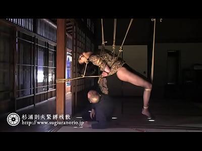 美熟女女優が麻縄緊縛で吊りまでされちゃう緊縛師の妙技!