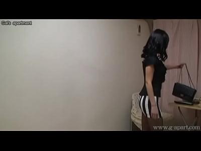 エロい下着への着替えを盗撮!ピンクのブラとストッキングがエロい!
