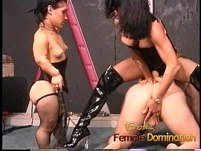 Videos Porno Hd Two kinky brunette sluts enjoy fucking a horny well-hung stud