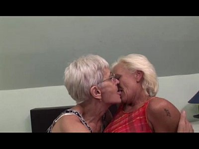 Old grannies having lesbian sex