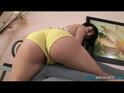 Bigbooty skank cumswallows after anal