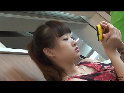 Girl Cute video: 妹纸好性感啊,腿很美,脚丫也很性感 - YouTube (720p)