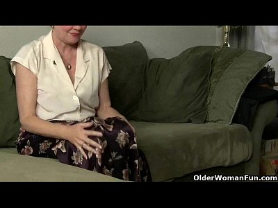 Solo Milf movie: Granny needs to rub one out