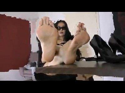 素敵なアジア女の子とても快適表示足彼女見事な足