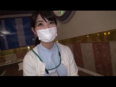『この娘が何人の巨根客を誘ってんのか気になるww』顔バレしないようにマスクをしている歯科衛生士と個人的SEX