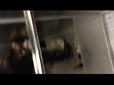 Puta mexicana cachonda esta mamando verga y traga semen cuando esta con su macho en un elevador