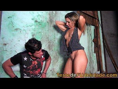 Gostosa da Favela Chupando pau