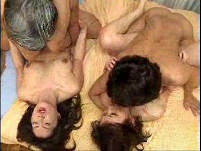 翔田千里と志村玲子のおばさんAV女優が隣同士でセックス披露