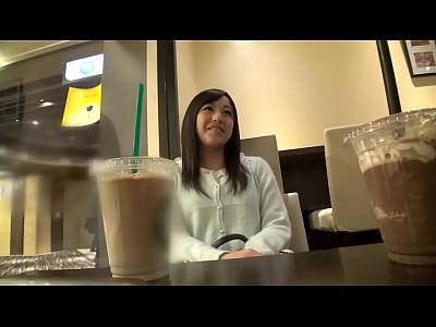 【JK パイパンロリ動画】黒髪でエロ可愛いパイパンの美少女がフェラチオをしながらローターでクリトリスを刺激してM字開脚でハメ撮りされる