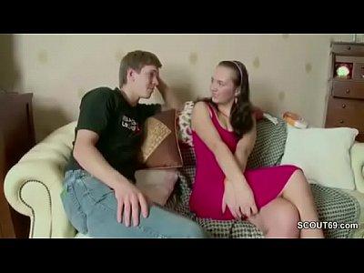 Jovem casal de universitários fazendo vídeo porno grátis