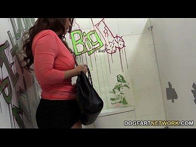 Espiando Bajo Faldas Janet mason quenches her hunger for random black cock