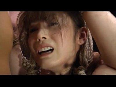 緊縛吊るされ強制フェラ!バコバコ突かれまくる軟体美女!【SM無料動画】