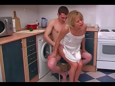 Annesinin içine defalarca boşalan oğul pornosu  Brazzers