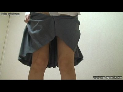 JKの衣装に着替えるところを盗撮!ミニスカでパンティが何度も見られる!白いパンティ!
