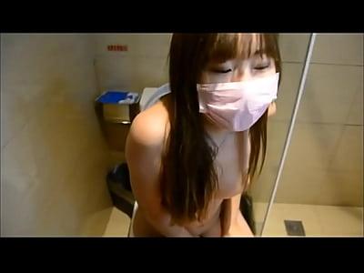 Moc video: Thủ dâm bằng lỗ đít