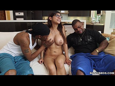 Bigcock Bigdick Bigtits video: Mia Khalifa meets 2 Big Black Cocks