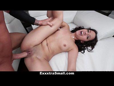 Exxxtrasmall - Stretta E Piccola Latina Ama Il Grande Cazzo!