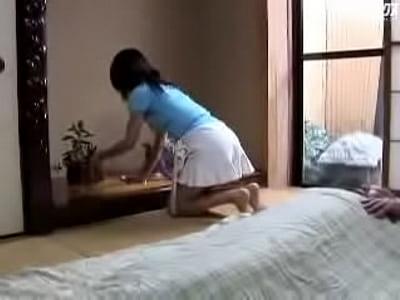 美熟女・艶堂しほりが義父を性的にも介護しちゃう!的なエロ動画
