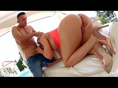Blonde Outdoor Ass video: Asstraffic Blonde with a perfect body enjoys a good fucking outdoors before taki