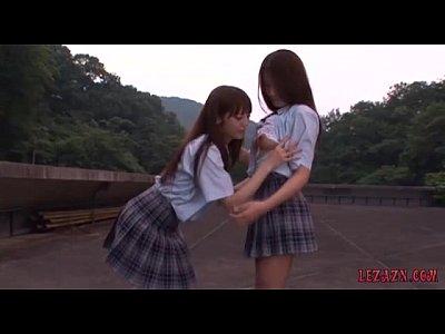まるで双子の様な茶髪ロングヘアーのJKカップルが放課後に学校の屋上で濃厚なレズプレイ