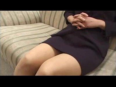 【近親相姦熟女動画】五十路のメガネママがい眠る息子の勃起マラにしゃぶりつき生でマンコに挿入して淫らに腰を振る