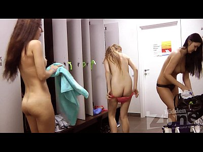 Voyeur Blond Naked video: voyeur locker room