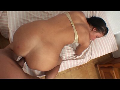 Russian babe anal fucked by spanish boy in amateur video