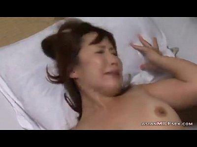【熟女人妻】背徳感溢れる義父から寝取られる美人嫁-AVマガジン-