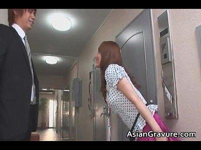 新居の隣に住むS級美人妻の吉沢明歩に誘惑され濃厚ベロチュー