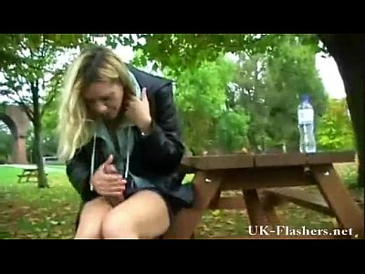 Dildo Bigtits vid: Russian Woman Masturbating in The Park