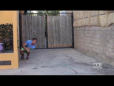 Трахну соседку с большими сиськами