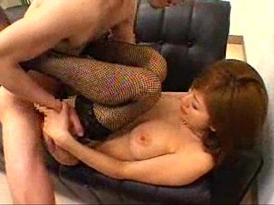 セクシーガーターベルト着衣ままソファでSEXする巨乳美熟女麻美ゆま