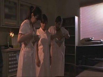 母乳が出る3人の巨乳ナースが乳首を愛撫し合ってミルクを噴射!