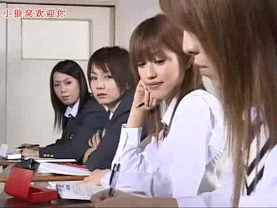 【レズJK動画】制服巨乳女子高生がメガネ女教師を誘惑してレズプレイに発展