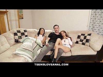 Teensloveanal - قرنية هولي الحمار مارس الجنس من قبل أخواتها Bf
