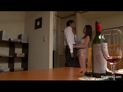 """""""無修正""""酒に酔った人妻は性欲に飢えた獣の無料エロ動画"""