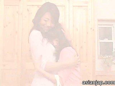【みづなれい×北条麻紀】親友の母親と禁断レズ!突然のキスから女同士の快楽に目覚めたJK!
