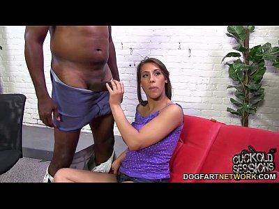Porno video: Natasha Vega humiliates her cuckold boyfriend